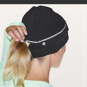 Lululemon Cross Chill Run Beanie  Black